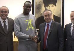 G.Sarayda yeni transferlerden Mustafa Cengize ziyaret