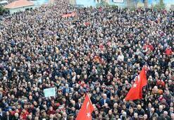 Öğretmeni son yolculuğuna 25 bin kişi uğurladı