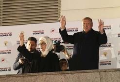 Cumhurbaşkanı Erdoğandan balkon konuşması: 16sı büyükşehir 778 belediye kazandık