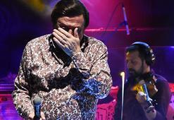 Selami Şahin sahnede gözyaşlarına hakim olamadı
