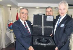 'İzmir'e hizmetten vazgeçmeyecek'