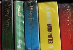 Polonyalı rahipler, dine aykırı dedikleri Harry Potter kitaplarını yaktı