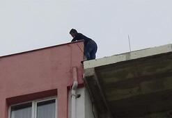 İntihar etmek için çatıya çıktı, kendisini polise ihbar etti