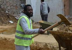 Kendini futbolcu olarak tanıtan Kamerunlu göçmen çıktı