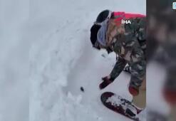 Rusyada tarla faresi kar üstünde kayak yaptı