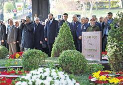 Anıt Mezar'da Özal anması