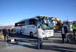 Yolcu otobüsü ile TIR çarpıştı Çok sayıda yaralı var