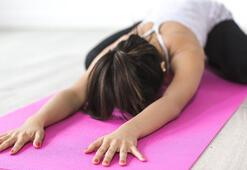 Yaprak Dökümü dizisi ile adını duyuran Yogaya merak saran ünlü oyuncu kimdir