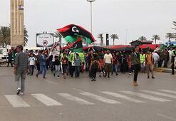 Libyada Hafter saldırılarına sarı yelekli protesto
