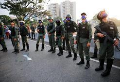 Son dakika... Venezuelada darbe girişimi Maduro halkı cuntaya direnmek için sokağa çağırdı
