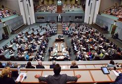İslam karşıtı yorumlar yapan milletvekili adayı partisinden atıldı