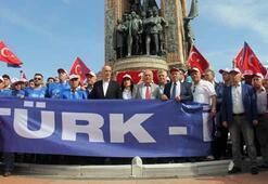 TÜRK-İŞ, 1977deki kutlamalarda yaşamını yitirenleri Kazancı Yokuşunda andı