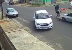 Motosiklet sürücüsü havada taklalar attı