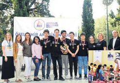 İzmir Amerikan'da satranç şöleni