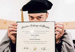 Diplomayı kaptı