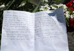Mezarlıkta herkes bu mektubu okuyor