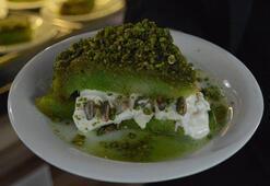 Afyonkarahisarda Ramazana özel tatlı: Yeşil bomba