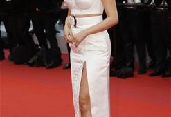 Selena Gomezin Cannes kıyafeti