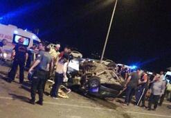 İki otomobil kafa kafaya çarpıştı Yaralılar var...