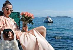 Fulya Zenginer gülleriyle geziyor