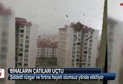Ağrı'da fırtına çatıları uçurdu