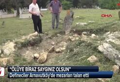 Defineciler Arnavutköy'de mezarları talan etti