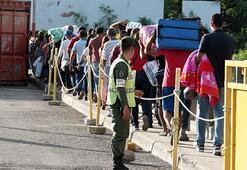 Binlerce Venezuelalı ülkeyi terk ediyor