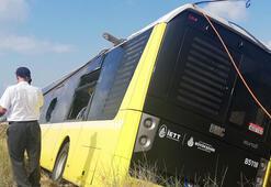 Arnavutköyde belediye otobüsü tarlaya uçtu