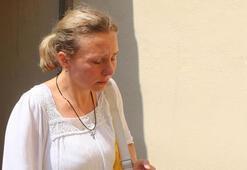 Ukraynalı kadın, pilot eşinin cenazesine son kez baktı