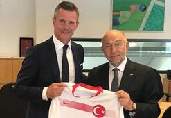 TFF Başkanı Özdemir, İzlanda Federasyon Başkanı ile bir araya geldi