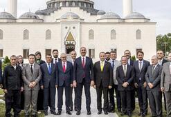 Adalet Bakanı Gül, Amerika Diyanet Merkezini ziyaret etti