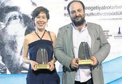 Bornova tiyatrosu ödülleri topladı