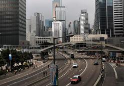 Hong Kongda protestocular sokakları boşalttı