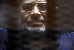 Son dakika | Mursi mahkeme salonunda hayatını kaybetti