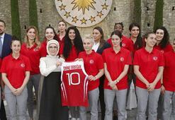 Emine Erdoğan, A Milli Kadın Basketbol Takımı ile bir araya geldi