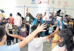 Mülteci çocuklar doyasıya eğlendi