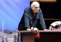 Usta oyuncu Enis Fosforoğlu hayatını kaybetti