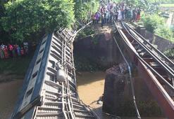 Bangladeşte yolcu treni raydan çıktı