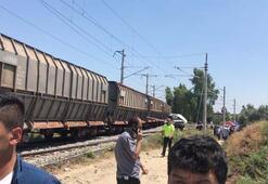 Mersinde tren servis minibüsüne çarptı Ölü ve yaralılar var