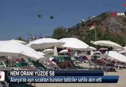 Alanyada aşırı sıcaktan bunalan tatilciler sahile akın etti