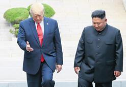 Trump Kim ile 'ilk'e adım attı