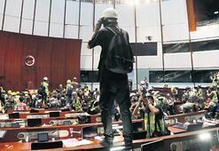 Hong Kong'da meclis basıldı
