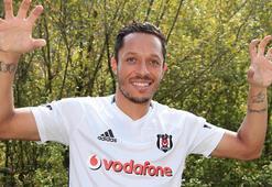 Beşiktaşta Adriano gidiyor