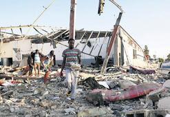 Libya'da Hafter mülteci merkezini vurdu: 44 ölü