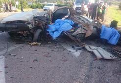 Antalyada feci kaza Araç paramparça oldu, 2 kişi olay yerinde hayatını kaybetti