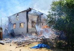 Taşköprüde 4 ev yandı