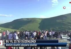 Atatürk siluetini alkışlarla izlediler