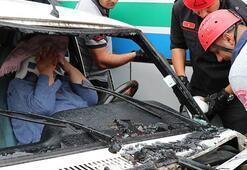 Feci kaza... Sürücü araçta sıkıştı