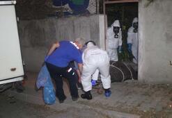 Kötü kokunun sebebi ceset çıktı Gaz maskeleriyle çıkarabildiler