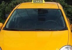 İstediği ücreti alamayan taksici, kadın turisti darp etti
